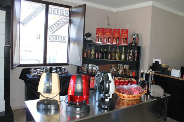 wikiweb-coffeeshop-05.jpg
